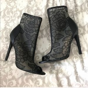 7.5- Forever 21 Lace Heels